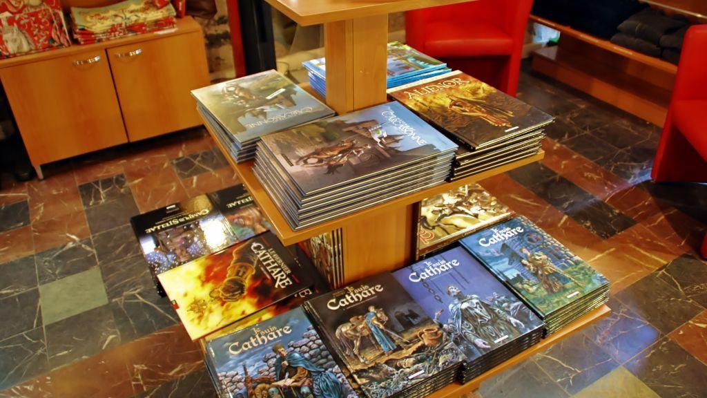 Preparativos para el viaje al pa s c taro mapa y mochila - Oficina turismo paris en madrid ...