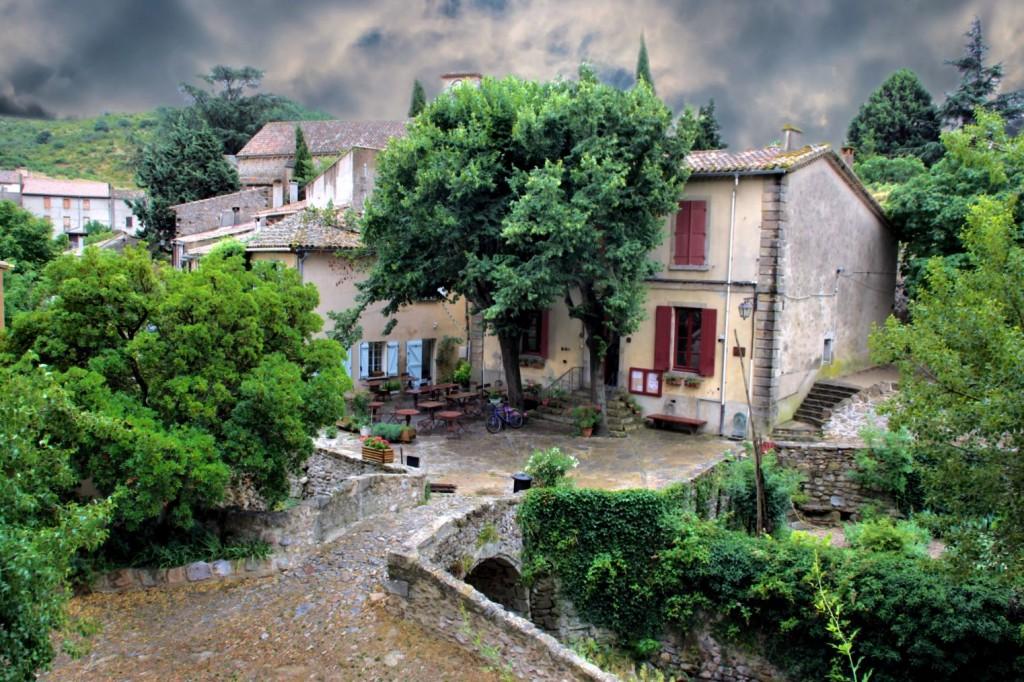 pais_cataro_villerouge_castillo_jardin