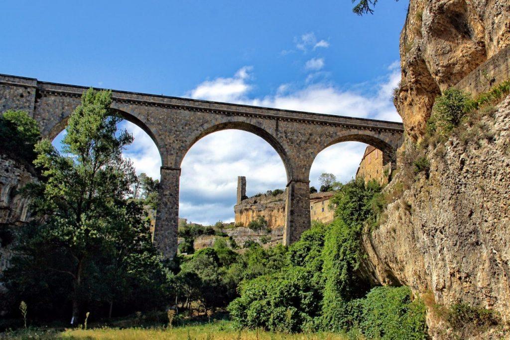 Viaducto de Minerve desde la garganta del río Cesse