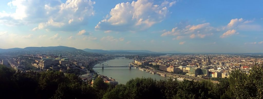 Vistas desde el Monte Gellert durante un viaje a Budapest