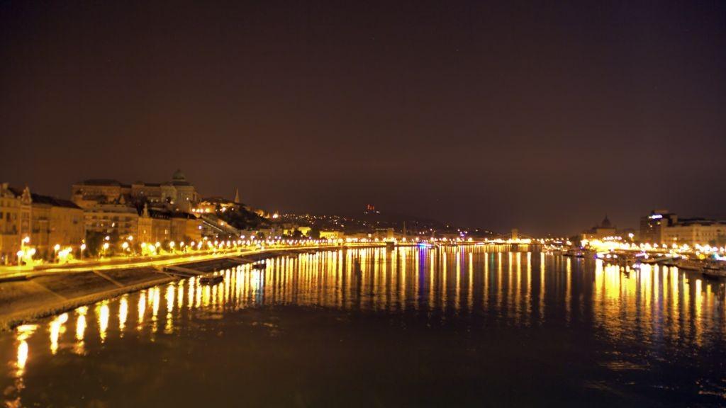 Budapest crucero por el danubio mapa y mochila for Oficina turismo budapest