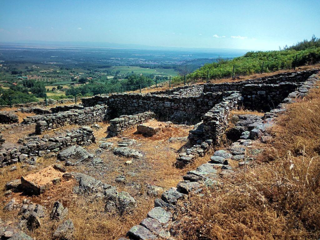 Núcleo de viviendas del castro celta de El Raso
