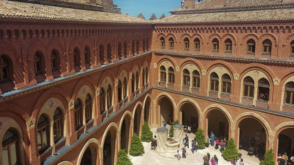 Castillo_Belmonte_patio_pozo