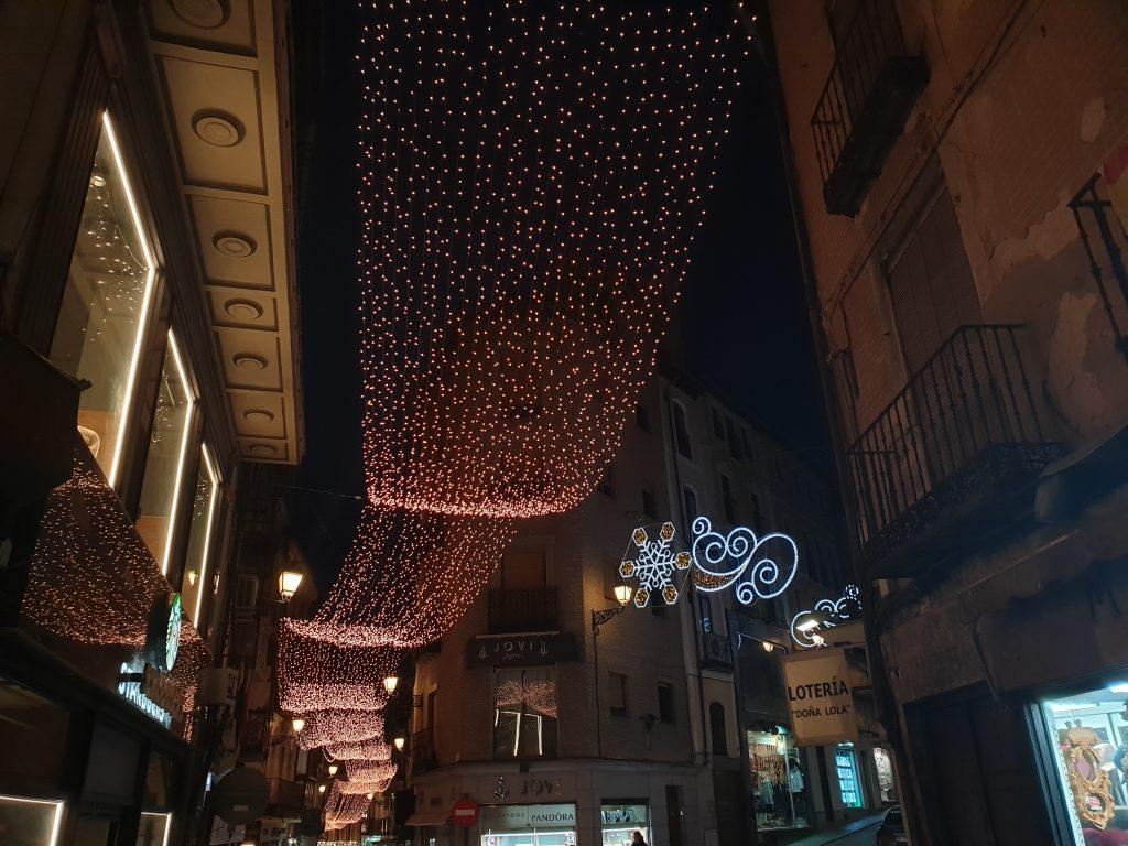 Cinta de luces en calle de Toledo
