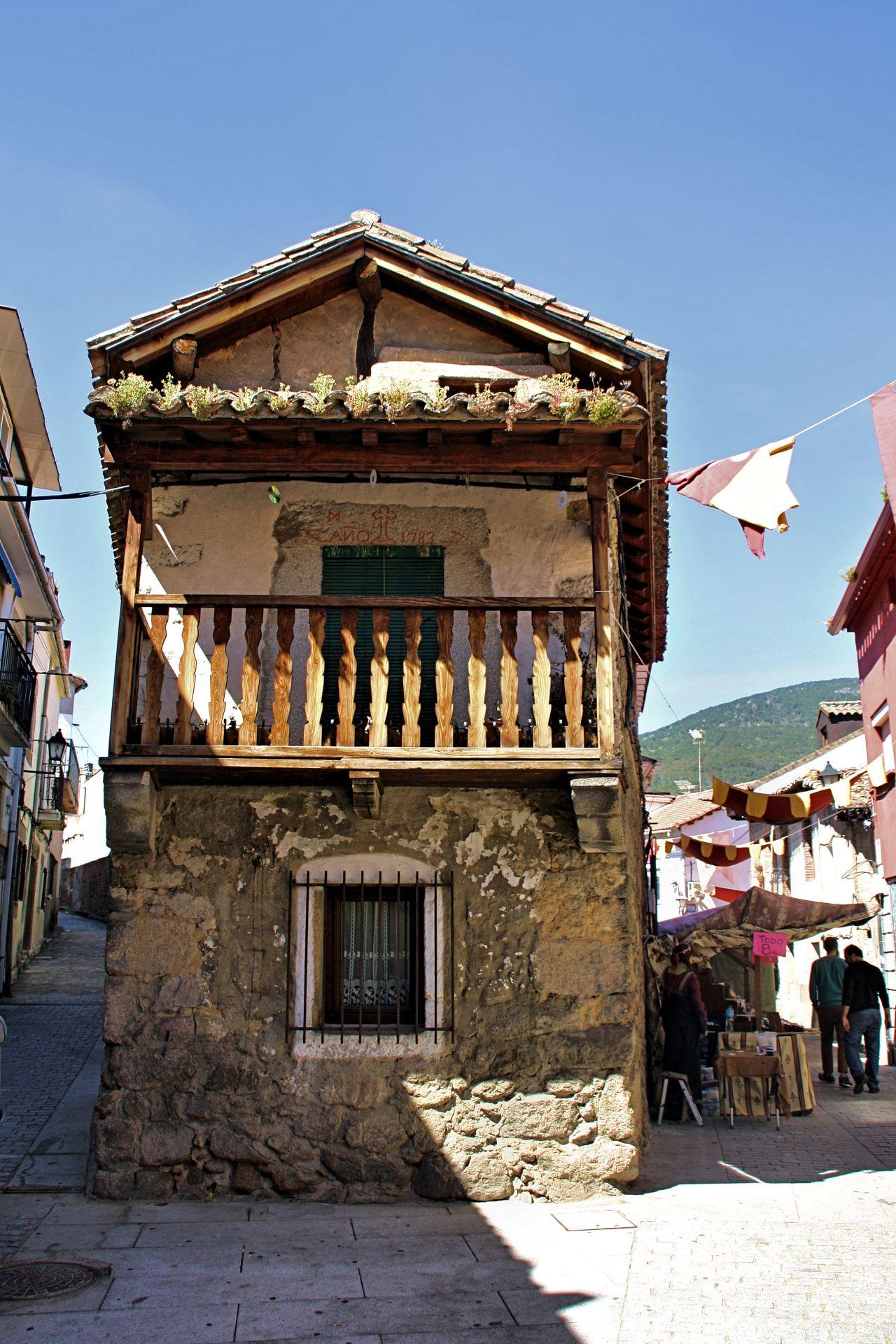 La Casa Es Muy Bonita Y Grande World Mediterranean: La Adrada, Retorno Al Medievo