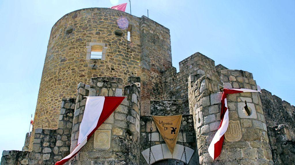 Castillo_La_Adrada_escudos