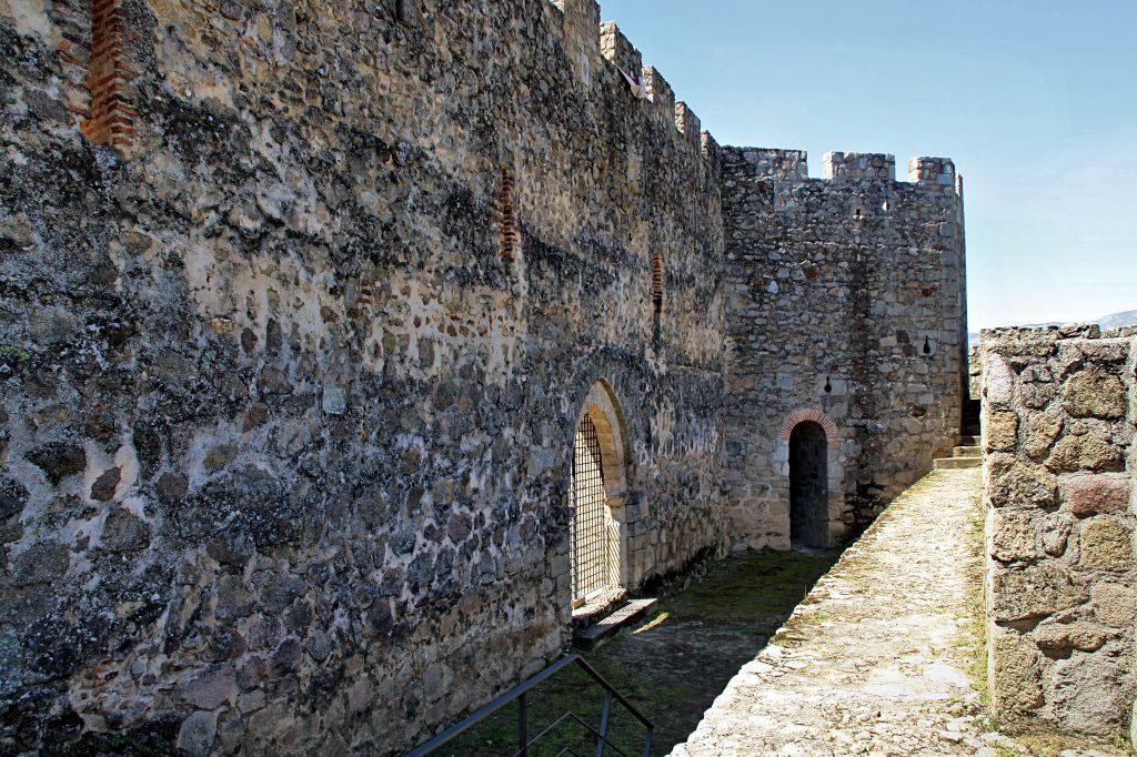 Castillo_La_Adrada_recinto_amurallado