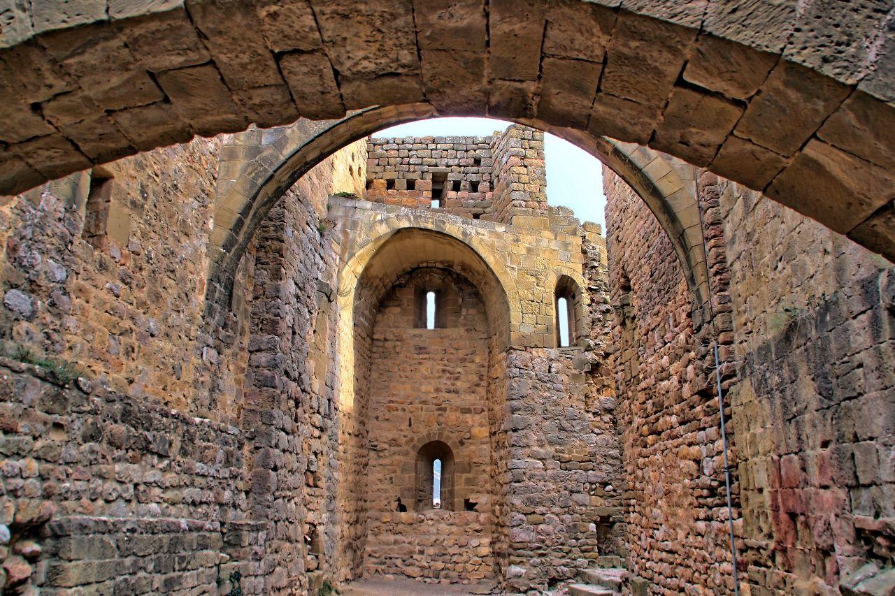 Visita la historia en el Castillo de Loarre - MAPA Y MOCHILA