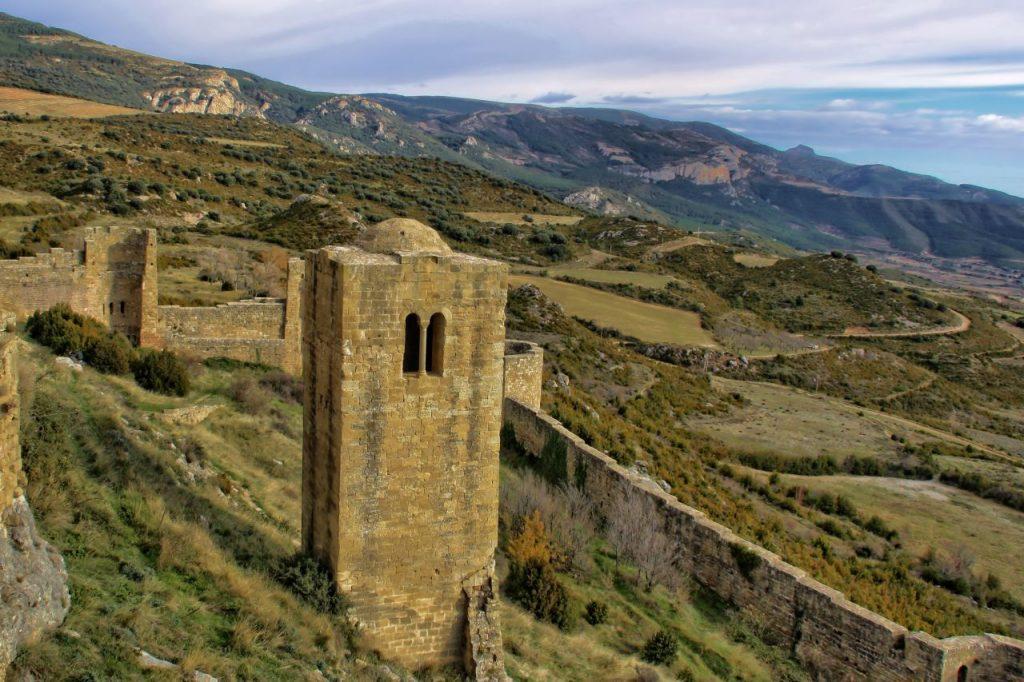 Torre Albarrana y muralla del Castillo de Loarre
