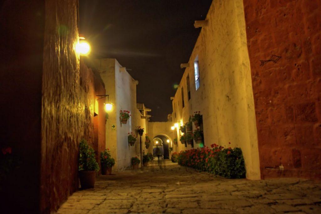 Calle Córdova de noche