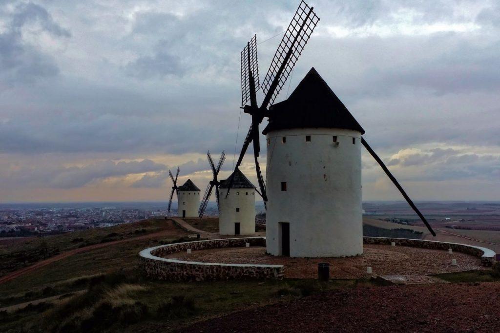 Los molinos llamados Fierabrás, Dulcinea y Barcelona