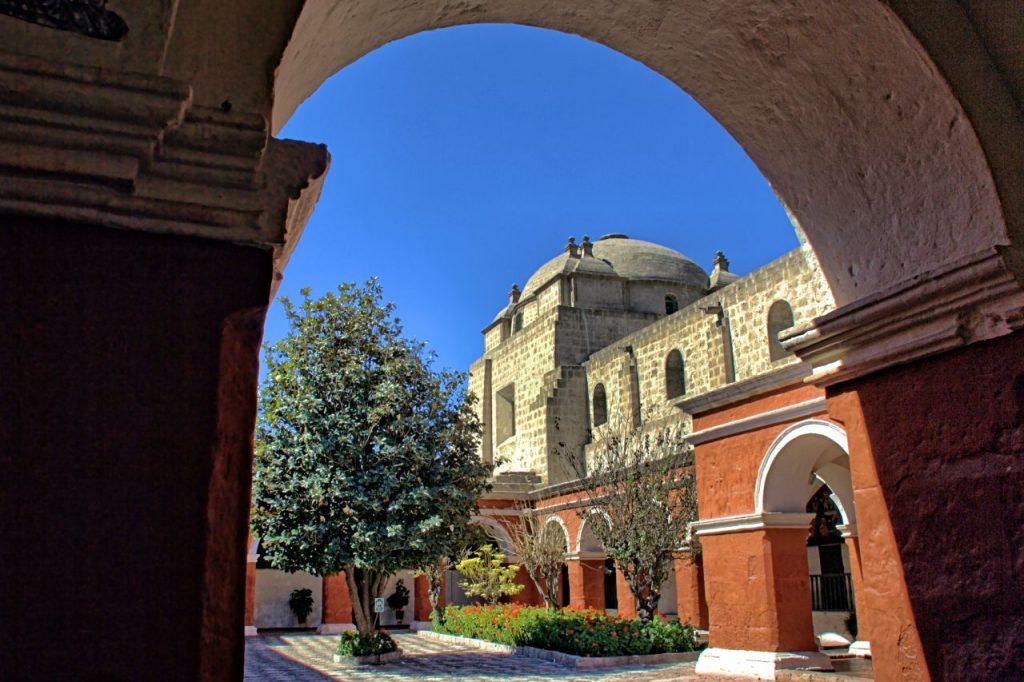 La Iglesia de Santa Catalina desde el Claustro Mayor