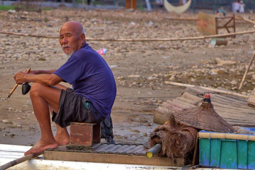 Anciano pescador chino