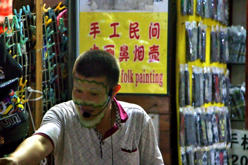 chino vendiendo mascarilla