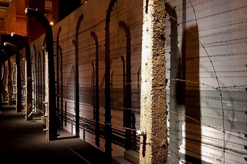 Alambrada electrificada en la Exposición Auschwitz