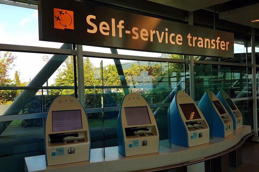 Self-service transfer machine