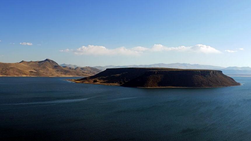 Lago Umayo en el complejo arqueológico de Sillustani