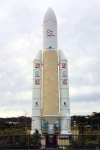 Réplica del cohete Ariane 5 en la Cité de l'espace de Toulouse