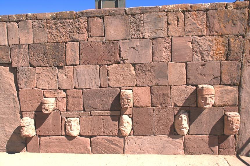 Rostros del Templo semisubterráneo