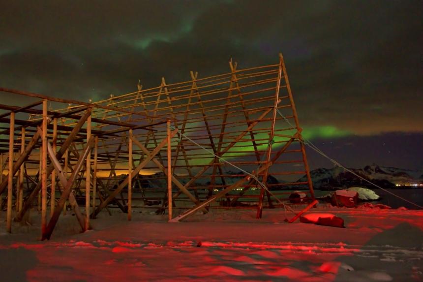 aurora boreal en Henningsvær, Islas Lofoten