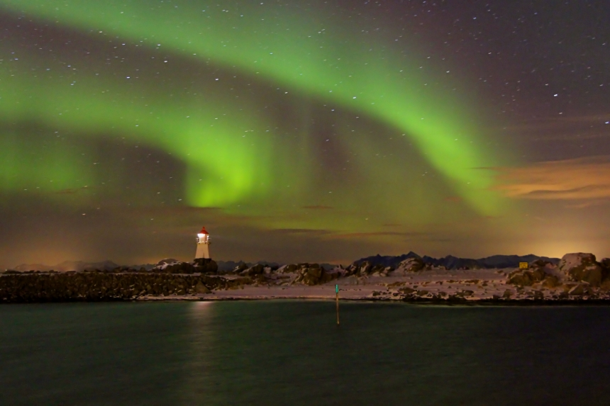 aurora boreal en Hov, islas Lofoten