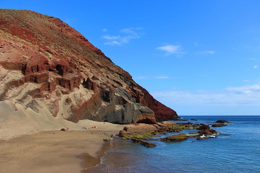 Playa nudista de Montaña Roja