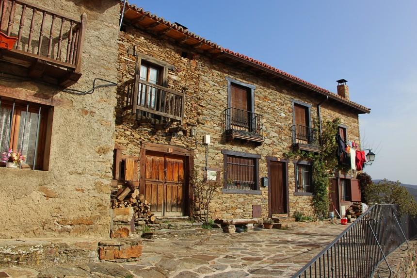 casa de La Hiruela, uno de los pueblos más bonitos de la Sierra Norte de Madrid