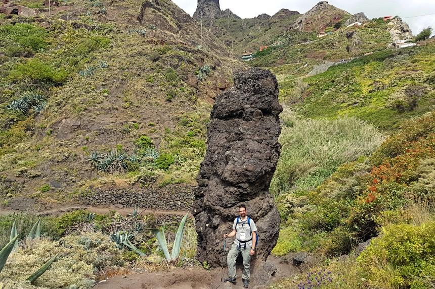 roque en el camino por el barranco de Afur