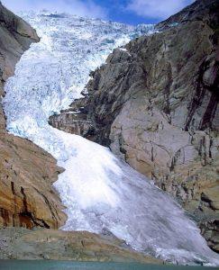 Glaciar Briksdal con mapaymochila