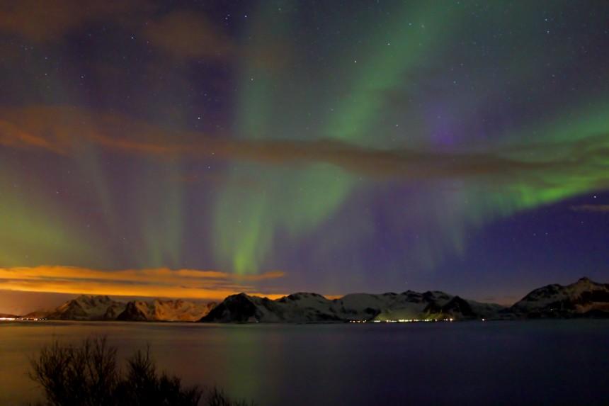 aurora boreal con nubes