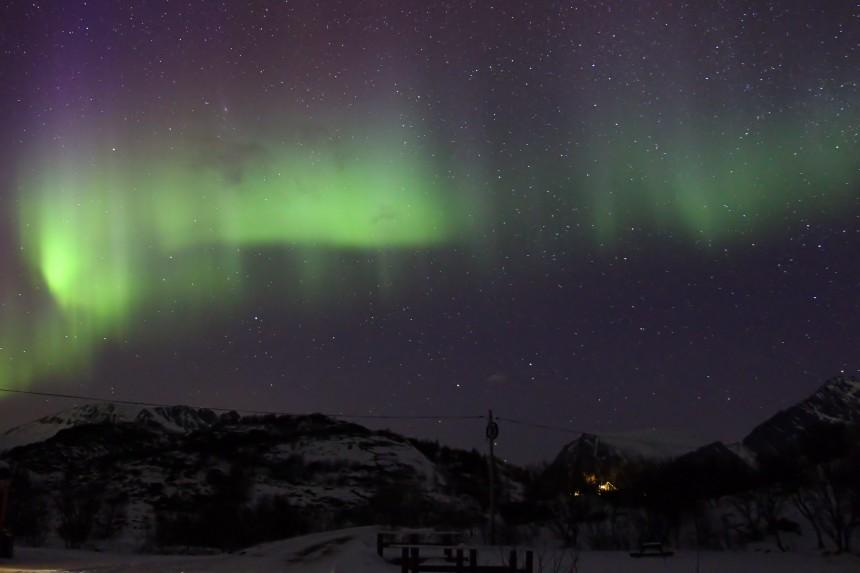 aurora en un camping de las islas Lofoten