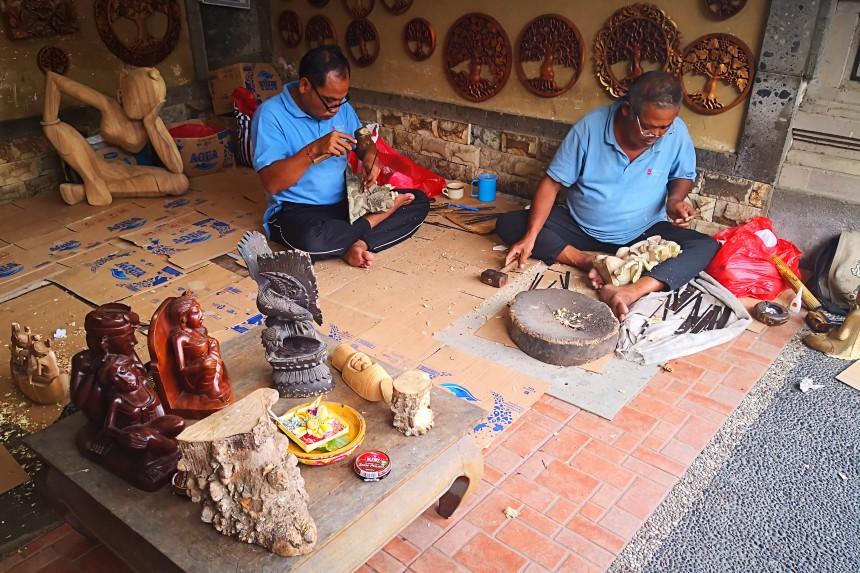 artesanos balineses