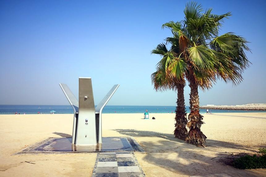 duchas de la playa publica de Dubai