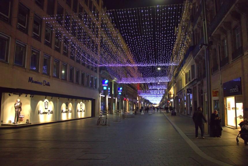 calles de Toulouse iluminadas por Navidad