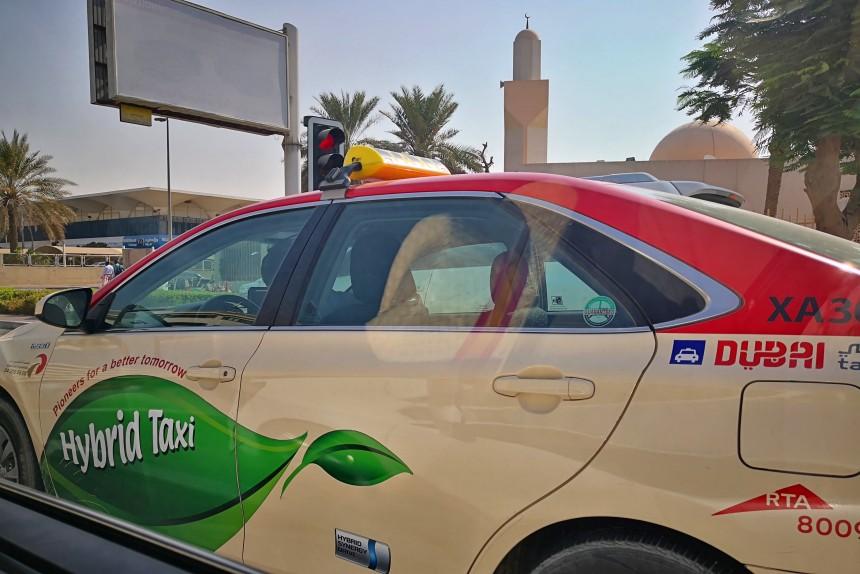 taxi híbrido en Dubai