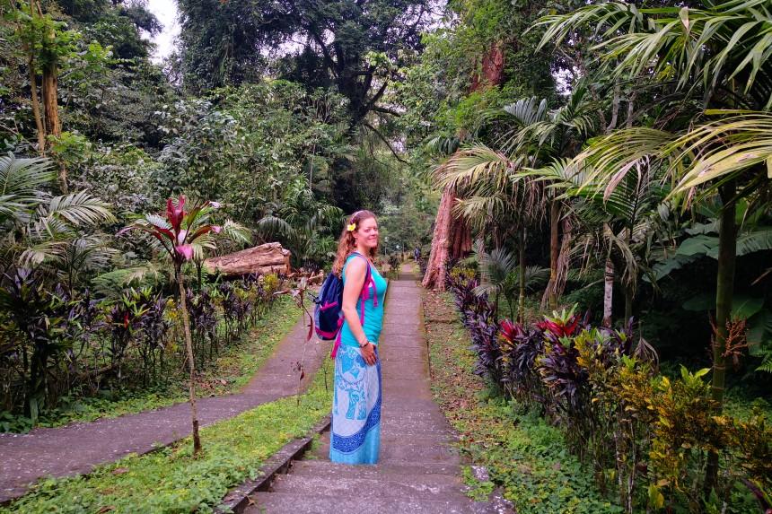 utilizando un sarong en Bali