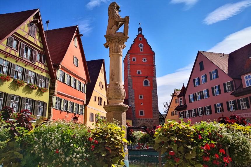 Puerta de Wörnitz y Fuente de los Leones de Dinkelsbühl