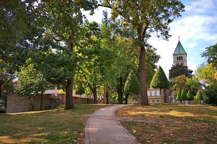 Restos de la muralla de Schweinfurt con la Iglesia del Espíritu Santo al fondo