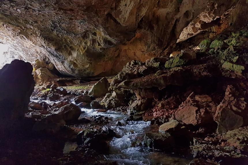 boca de la cueva de Valporquero