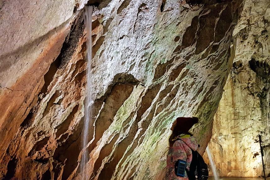 cascada en la cueva de Valporquero