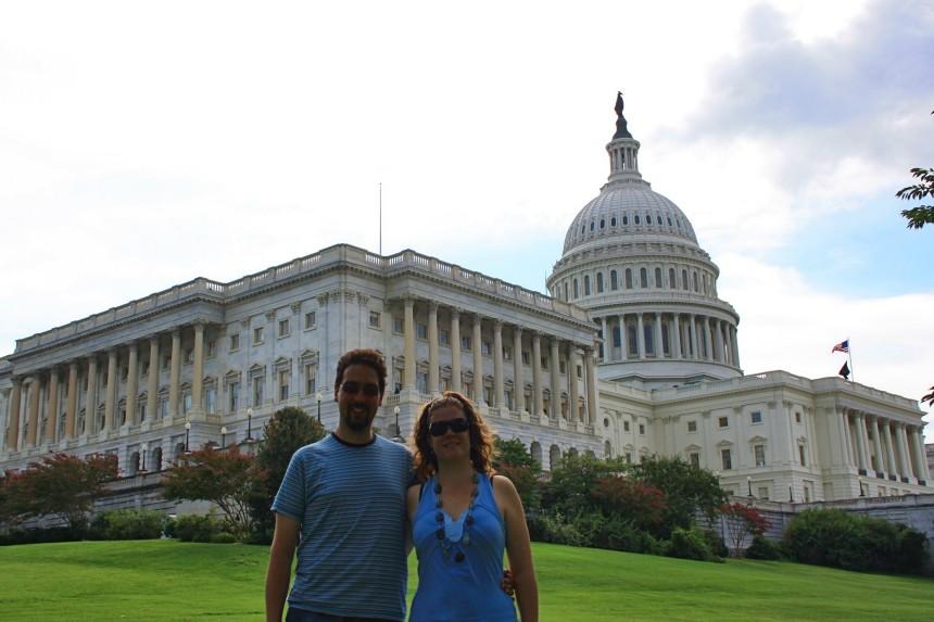 mapa y mochila en Washington DC