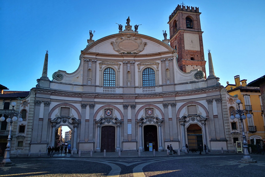 fachada de la Catedral de Vigevano