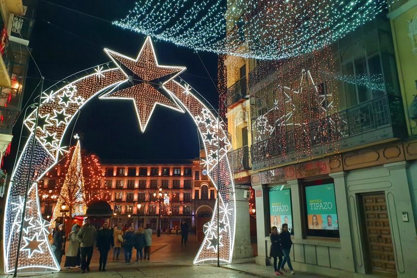 Iluminación navideña en la Calle Comercio en Toledo