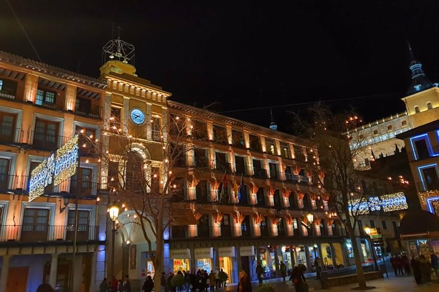 Alcazar de Toledo desde la Plaza de Zocodover en Navidad