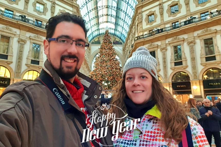 Navidad en Milán con mapa y mochila