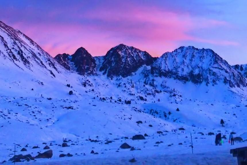 los mejores sitios para esquiar en los Pirineos, atardecer en Andorra