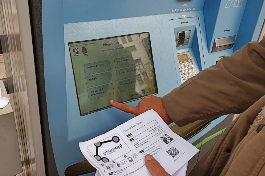 cajero automático de la tarjeta de transporte de Granada