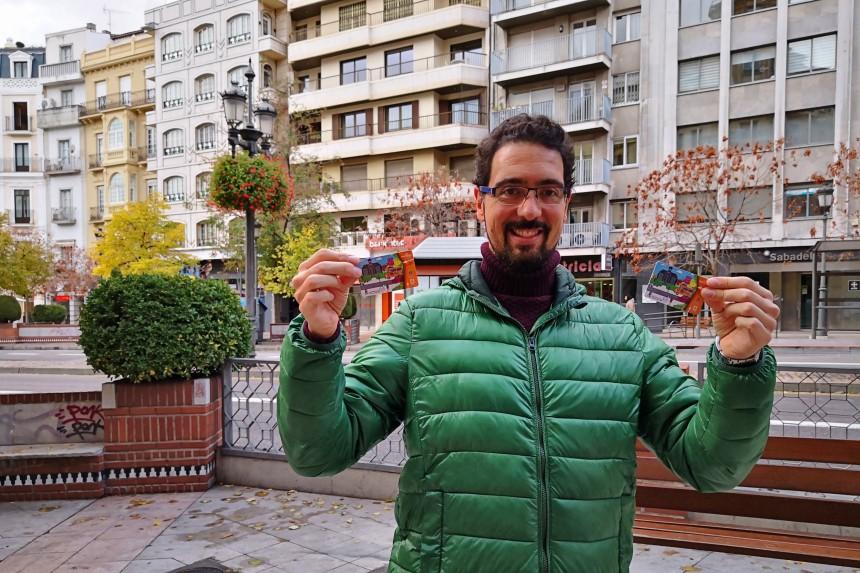mapa y mochila con las tarjetas de transporte de Granada