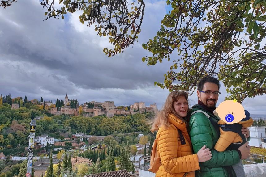 mapa y mochila en Granada
