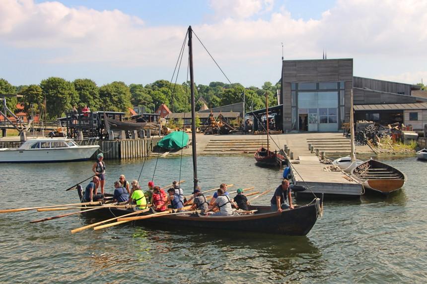 navegando en un autentico barco vikingo